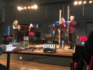 Spelen op altblokfluiten en contrabasblokfluiten tijdens de Open Recorder Days Amsterdam