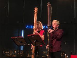 Spelen op de contrabasblokfluit tijdens de Open Recorder Days Amsterdam